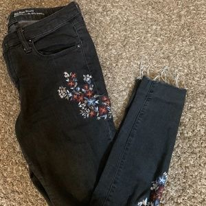 Floral patterned distressed Jeans